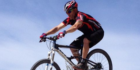 Clothing, Tire, Bicycle frame, Wheel, Bicycle wheel, Bicycle tire, Bicycle wheel rim, Bicycle fork, Mountain bike, Helmet,