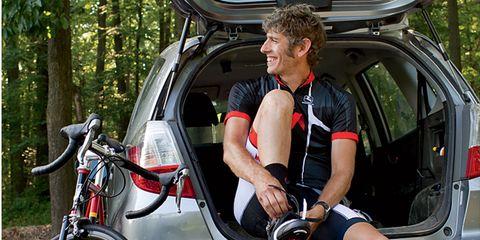 Bicycle tire, Bicycle wheel rim, Bicycle wheel, Vehicle, Land vehicle, Bicycle frame, Bicycle part, Rim, Car, Bicycle accessory,