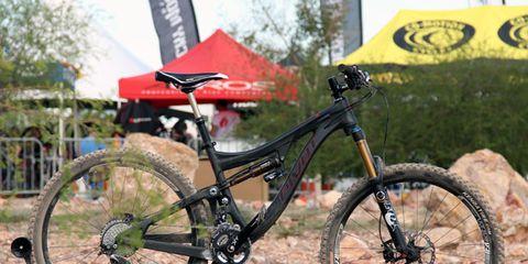 Bicycle tire, Tire, Bicycle wheel rim, Bicycle frame, Bicycle wheel, Bicycle fork, Bicycle part, Spoke, Bicycle, Rim,