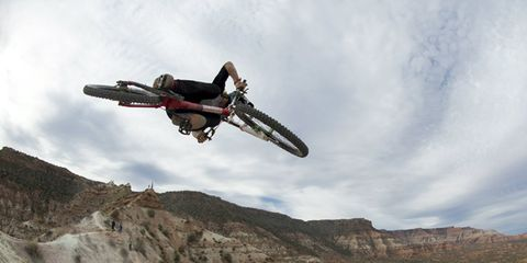 Sky, Mountainous landforms, Soil, Slope, Geology, Extreme sport, Bedrock, Badlands, Stunt, Stunt performer,