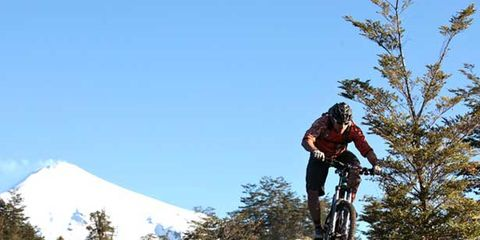 Clothing, Tire, Wheel, Bicycle wheel, Bicycle frame, Mountain bike, Mountain biking, Bicycle, Cross-country cycling, Downhill mountain biking,