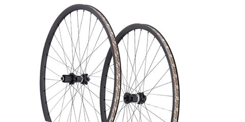 Bicycle wheel rim, Bicycle wheel, Rim, Bicycle tire, Spoke, Line, Bicycle part, Carbon, Grey, Synthetic rubber,