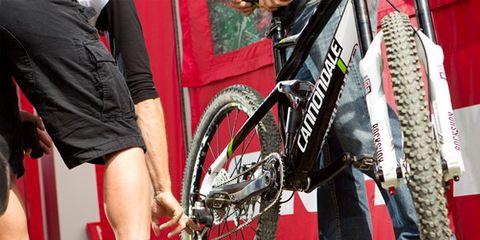Footwear, Bicycle tire, Tire, Wheel, Bicycle wheel rim, Shoe, Automotive tire, Rim, Crankset, Bicycle chain,