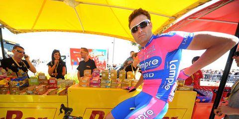 Eyewear, Bicycle frame, Bicycle tire, Tire, Bicycle wheel, Bicycle wheel rim, Vision care, Goggles, Bicycle handlebar, Bicycle fork,