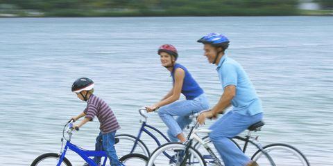Footwear, Bicycle wheel, Wheel, Tire, Bicycle frame, Bicycle tire, Bicycle handlebar, Bicycle wheel rim, Bicycle, Bicycle part,