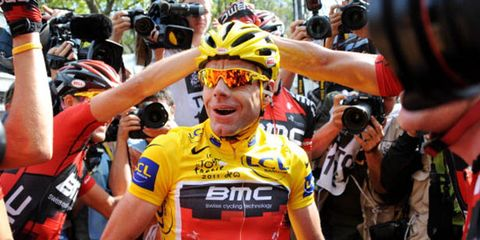 Eyewear, Arm, Vision care, Bicycles--Equipment and supplies, Bicycle jersey, Sports uniform, Sportswear, Bicycle helmet, Jersey, Personal protective equipment,