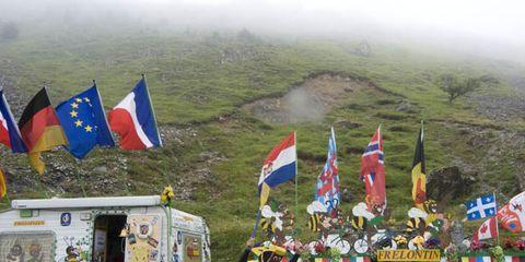 Flag, Atmospheric phenomenon, Flag of the united states, Mist, Hill station, Fog, Haze, Wind, Flag Day (USA),