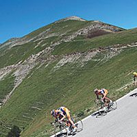 5a5e0719c0b How to Ride Your Bike Downhill | Bicycling