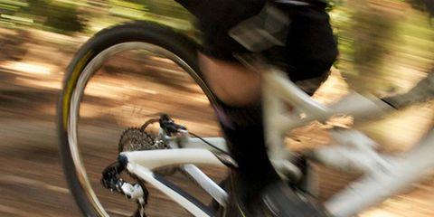 Bicycle tire, Tire, Wheel, Bicycle frame, Bicycle wheel, Bicycle wheel rim, Bicycle part, Bicycle fork, Bicycle handlebar, Bicycle,