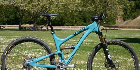 Bicycle frame, Bicycle tire, Bicycle wheel, Tire, Bicycle fork, Bicycle wheel rim, Bicycle handlebar, Bicycle part, Bicycle stem, Bicycle saddle,
