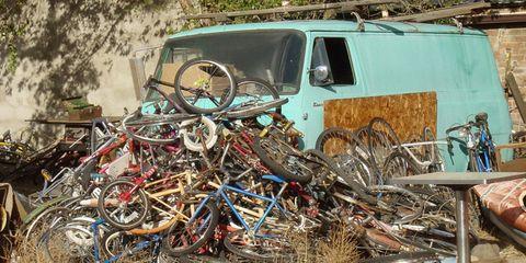 Motor vehicle, Mode of transport, Auto part, Bicycle, Scrap, Rim, Rust, Bicycle handlebar, Parking, Automotive window part,