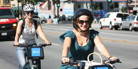 Eyewear, Wheel, Vision care, Land vehicle, Vehicle, Sunglasses, Goggles, Bicycle, Bicycle handlebar, Helmet,