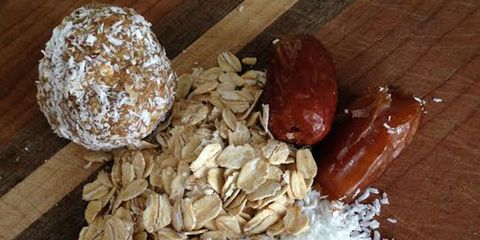 Ingredient, Foil, Home accessories, Chemical compound, Aluminium foil, Powder, Flour, Staple food, Wheat flour,