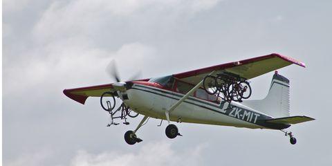 Airplane, Mode of transport, Sky, Daytime, Aircraft, Propeller-driven aircraft, Light aircraft, Cloud, Glass, Propeller,