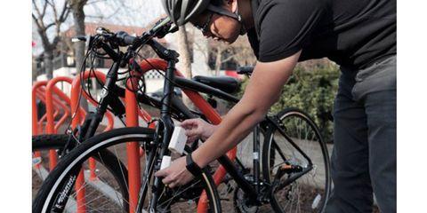 Bicycle tire, Wheel, Tire, Bicycle wheel, Bicycle wheel rim, Bicycle frame, Bicycle handlebar, Bicycle part, Shoe, Goggles,