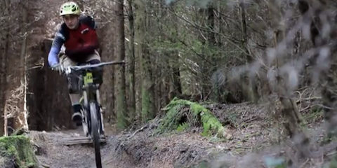 Tom Bannister rides one-handed