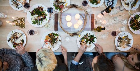 8 Ways To Eat Out And Be Healthy Without Annoying Everyone Around You