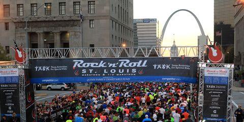 Crowd, Endurance sports, Metropolitan area, Quadrathlon, Advertising, Long-distance running, Pedestrian, Racing, Marathon, Athletics,