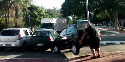 Cyclist lifts car out of Brazilian bike lane