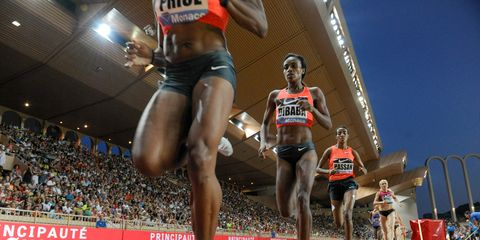 Clothing, Sports uniform, Leg, Human leg, Sportswear, Athletic shoe, Race track, Jersey, Competition event, Endurance sports,