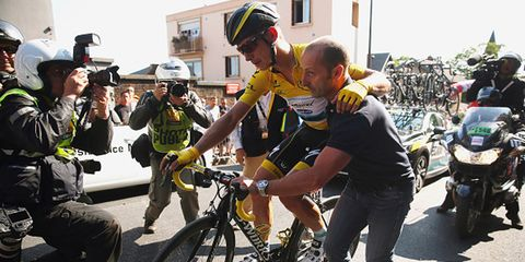 Tony Martin stays in the lead after crashing in Stage 6