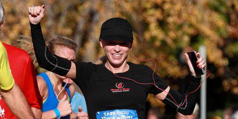 Arm, Endurance sports, Hand, Sports uniform, Cap, Sportswear, Athlete, Competition event, Running, Long-distance running,