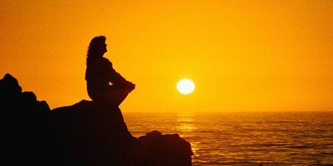 Sunset, Sun, Sunrise, Horizon, Backlighting, Amber, Sunlight, Astronomical object, Ocean, Silhouette,