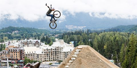 Bicycle wheel, Bicycle, Stunt performer, Stunt, Extreme sport, Bicycle part, Outdoor recreation, Soil, Bicycle tire, Cycling,
