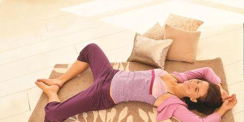 Human leg, Pink, Purple, Comfort, Thigh, Knee, Waist, Violet, Magenta, Lavender,