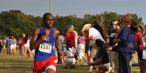 Footwear, Leg, Active shorts, Sleeveless shirt, Running, Endurance sports, Exercise, Long-distance running, Cross country running, Racing,