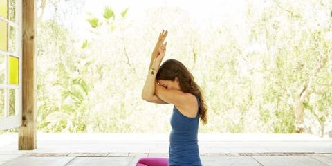 Elbow, Exercise, Active pants, Physical fitness, Sitting, Yoga mat, yoga pant, Wrist, Yoga, Knee,