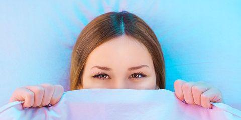 Finger, Skin, Eyebrow, Eyelash, Nail, Comfort, Wrist, Linens, Bracelet, Reading,
