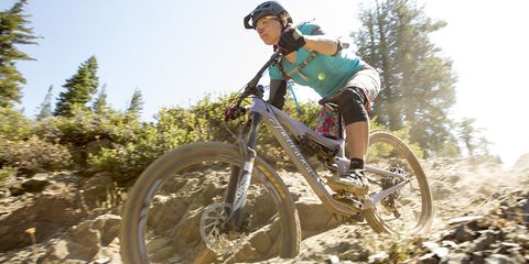 Online editor Taylor Rojek shreds the trails in Downieville aboard the 2016 Juliana Roubion.