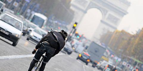 Bike messenger in Paris