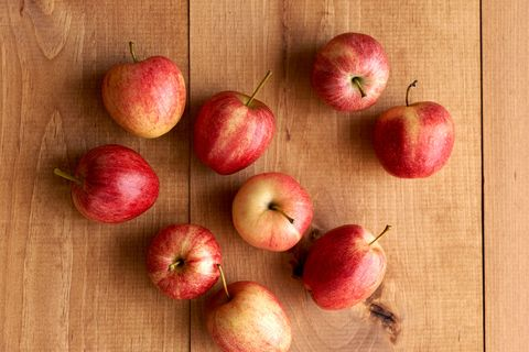 5 Health Reasons to Munch on Apples