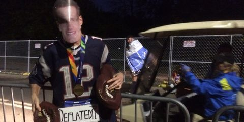 Man dressed as Tom Brady juggles deflated footballs at NYC Marathon
