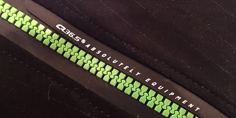 Q36.5 Vest L1 Essential Zipper Closeup