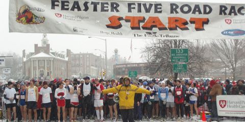 Recreation, Community, Winter, Team, Logo, Crowd, Endurance sports, Snow, Jersey, Advertising,
