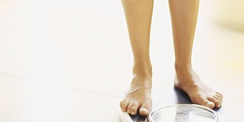 Human leg, Joint, Toe, Glass, Foot, Calf, Nail, Scale, Transparent material, Ankle,
