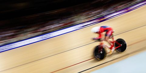 Bobby Lea competes in the men's individual pursuit at the 2015 UCI Track World Championships.