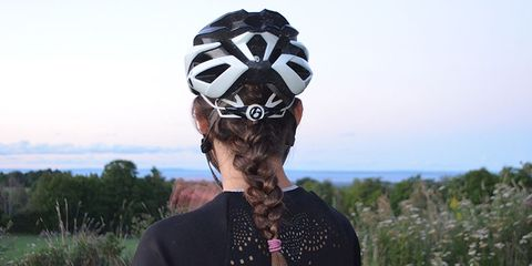 Bicycle clothing, Mammal, Hair accessory, Style, Headpiece, Headgear, People in nature, Personal protective equipment, Grassland, Grass family,
