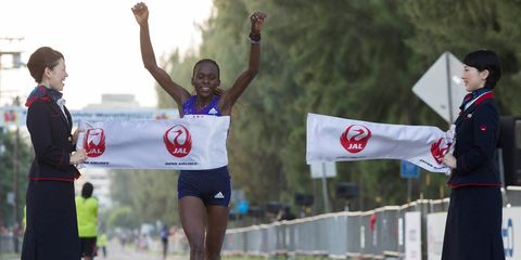 Kenyans sweep Honolulu Marathon
