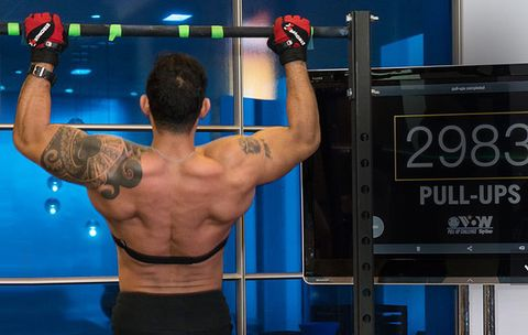 This Marine Broke the World Pullup Record—and You'll Be Shocked at the Strange Way He Did It