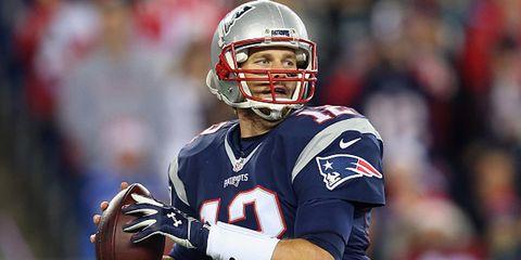 tom brady throwing football