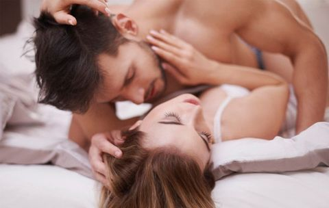 What You Need to Know If You're 'Pulling Out' During Sex