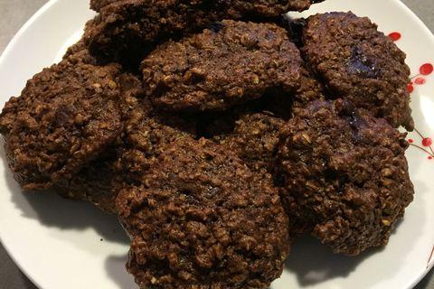 Chocolate Nib Oatmeal Cookies