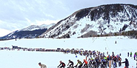 Lt. Jim Dangle from Reno 911 leading out the elite race at the Fat Bike World Championships