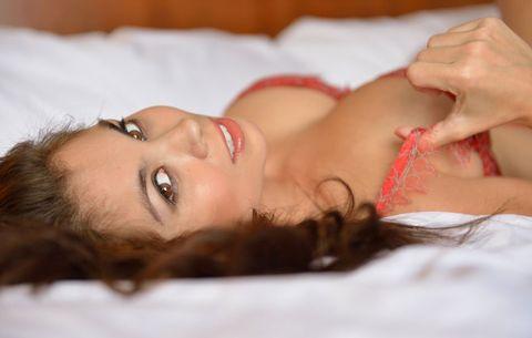 21 Ways to Always Keep Her Satisfied In the Bedroom