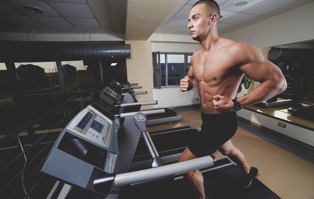 Why You Should Take Shorter, Lighter Strides When Running On a Treadmill