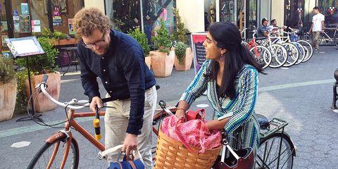 bike commuters doing errands and shopping by bike